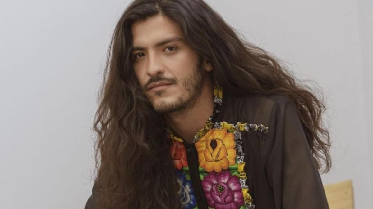 Conoce Dominga Mx, la marca mexicana que apuesta por los vestidos bordados para hombre