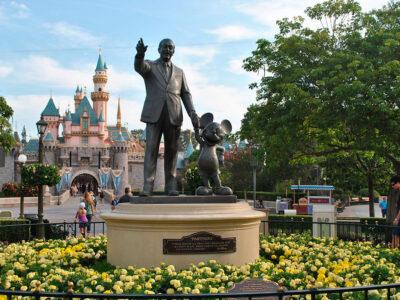 Centro de vacunación Disneyland